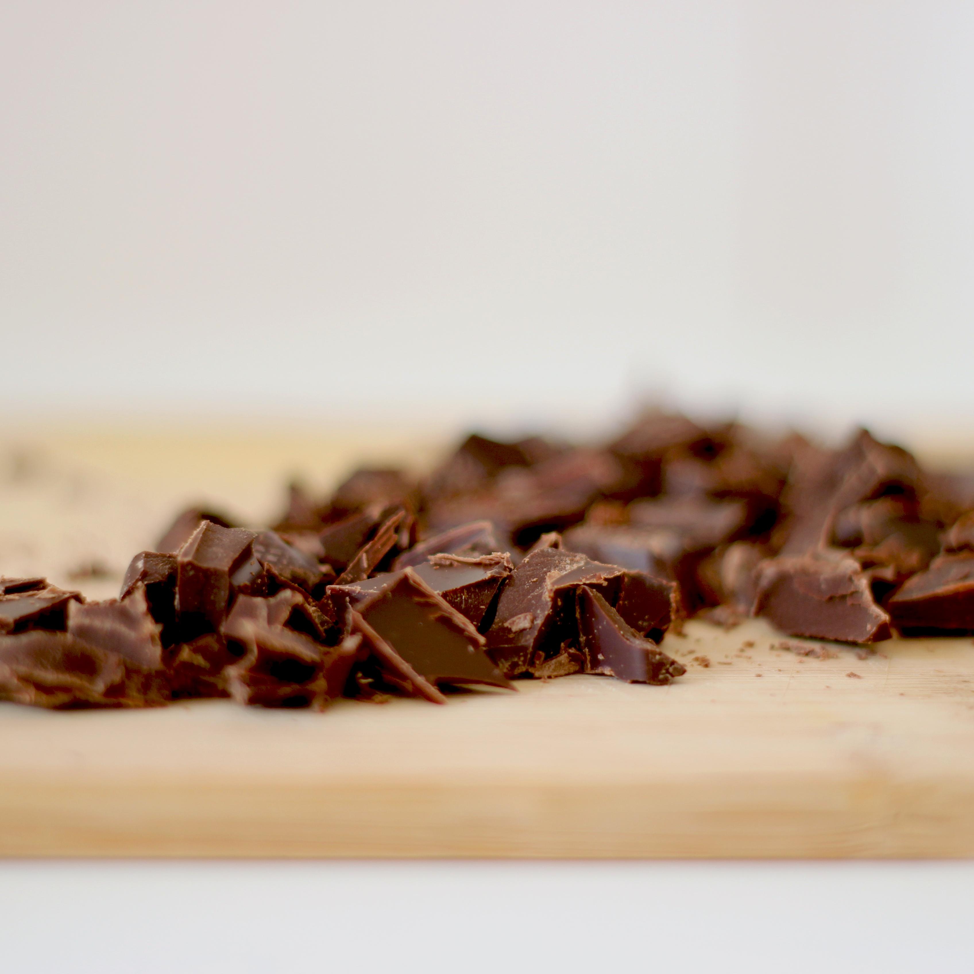 Dunkle Schokoladenstückchen